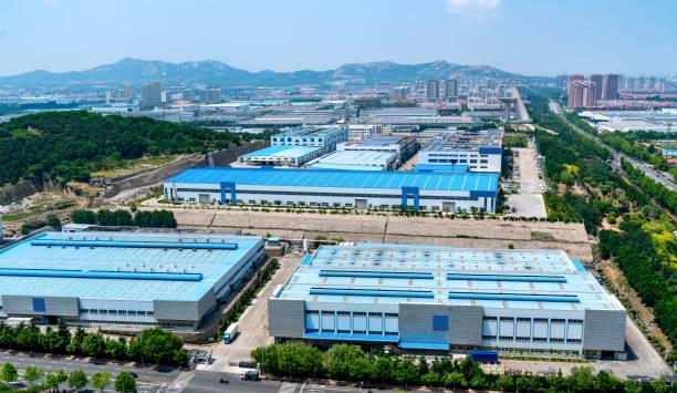 moderne fabrieksgebouwen en warehousing logistiek - industriegebied stockfoto's en -beelden