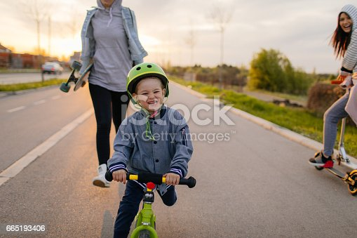 istock Modern family on wheels 665193406