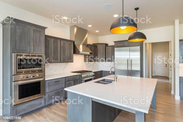 Modern farm house kitchen picture id1094221530?b=1&k=6&m=1094221530&s=612x612&h=7dopa6rhbqjc3 dlthfkvzjzs7adv3jon2tnz65tom0=