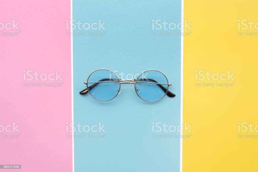 Nowoczesne modne okulary przeciwsłoneczne - Zbiór zdjęć royalty-free (Akcesorium osobiste)