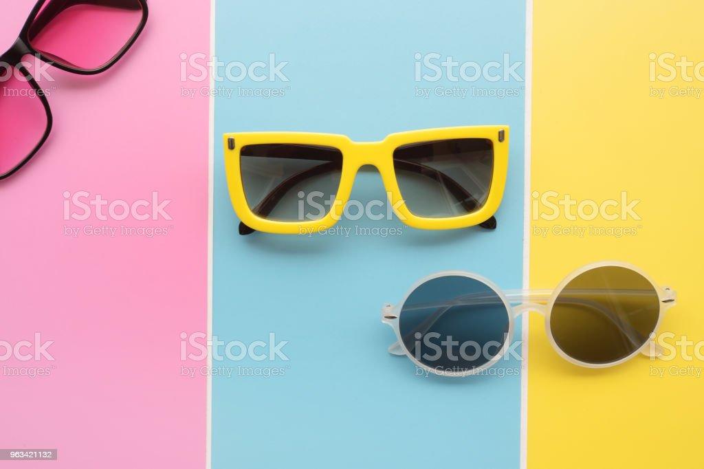 Modern fashionable sunglasses - Zbiór zdjęć royalty-free (Akcesorium osobiste)
