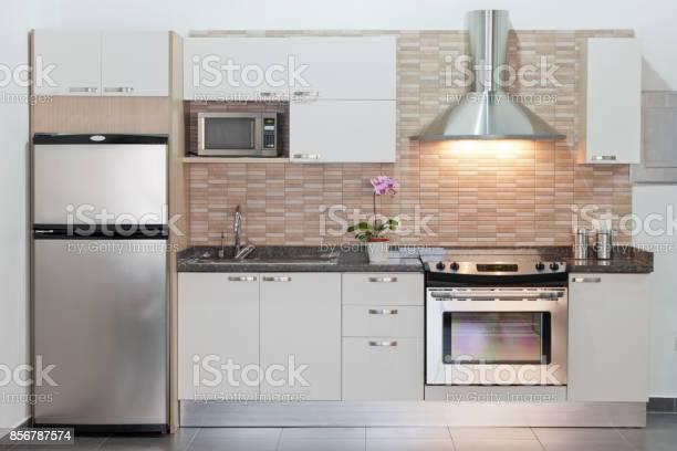 Modern fitted kitchen picture id856787574?b=1&k=6&m=856787574&s=612x612&h=zcamvwqlm7xxgueklczba8dh6auowfafxu5yxrcy0rq=