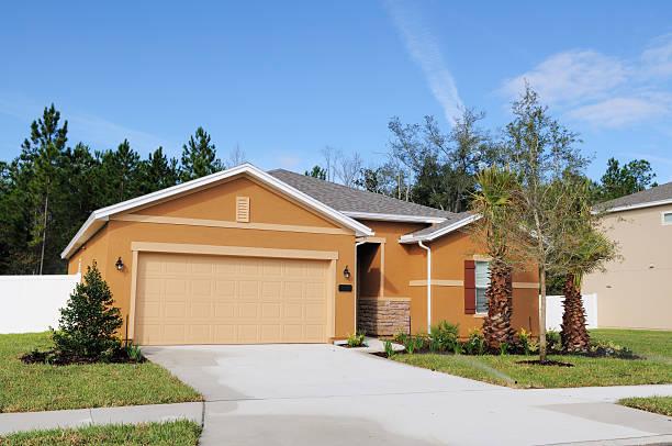 moderne florida real estate einzelne familie zu hause - haus in florida stock-fotos und bilder
