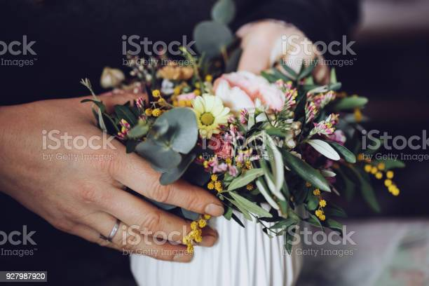 Modern florist working with flowers in workshop with detail on hands picture id927987920?b=1&k=6&m=927987920&s=612x612&h=iuuo28nzopj2mmtrsp3h2vn 53w0ubvmsgro58cwsb0=
