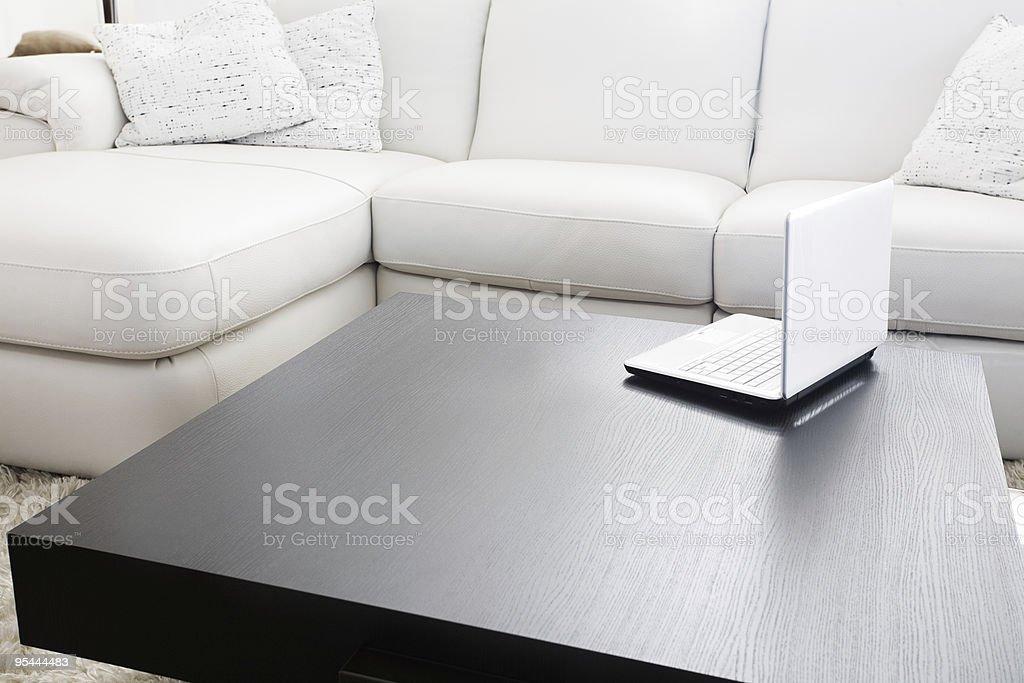 Moderne Möbel und laptop – Foto