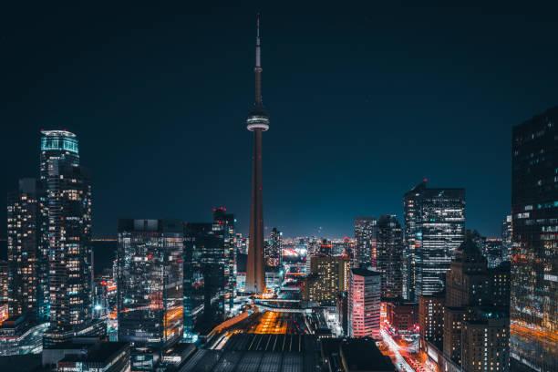 현대 미래의 밤 토론토 도시 스카이 라인 - 토론토 온타리오 뉴스 사진 이미지