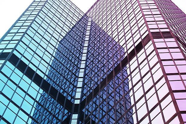 moderne glas-architektur - fusionen und übernahmen stock-fotos und bilder