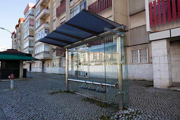 De vidro moderna ponto de ônibus em Portugal - foto de acervo