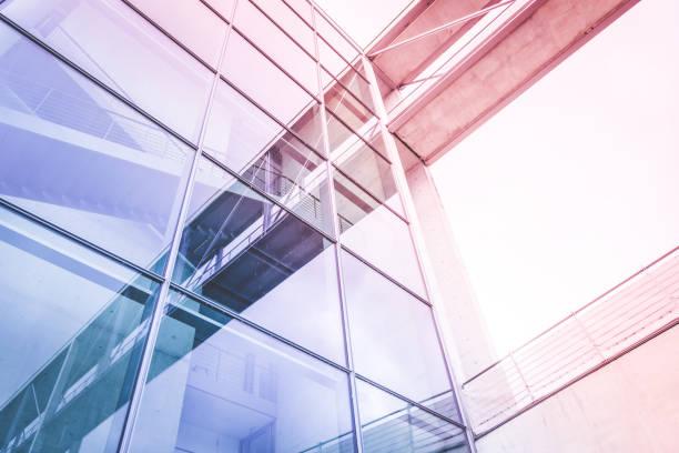 Moderne Glasfassade-Bürogebäude außen – Foto