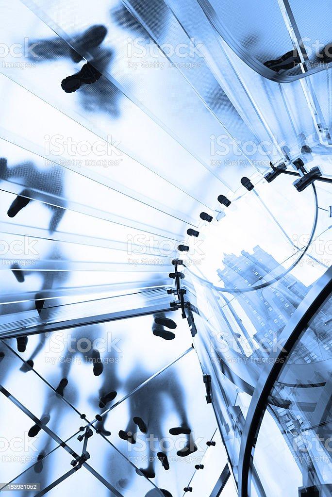 Moderne Glas-Treppe und Wolkenkratzer in New York – Foto