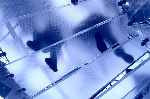 Moderne Glas-Treppe abstrakte Footprints – Foto