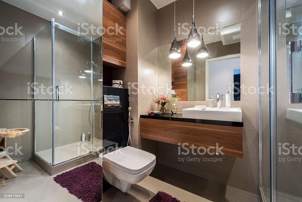 Moderne Grau Und Beige Badezimmer Stockfoto und mehr Bilder ...
