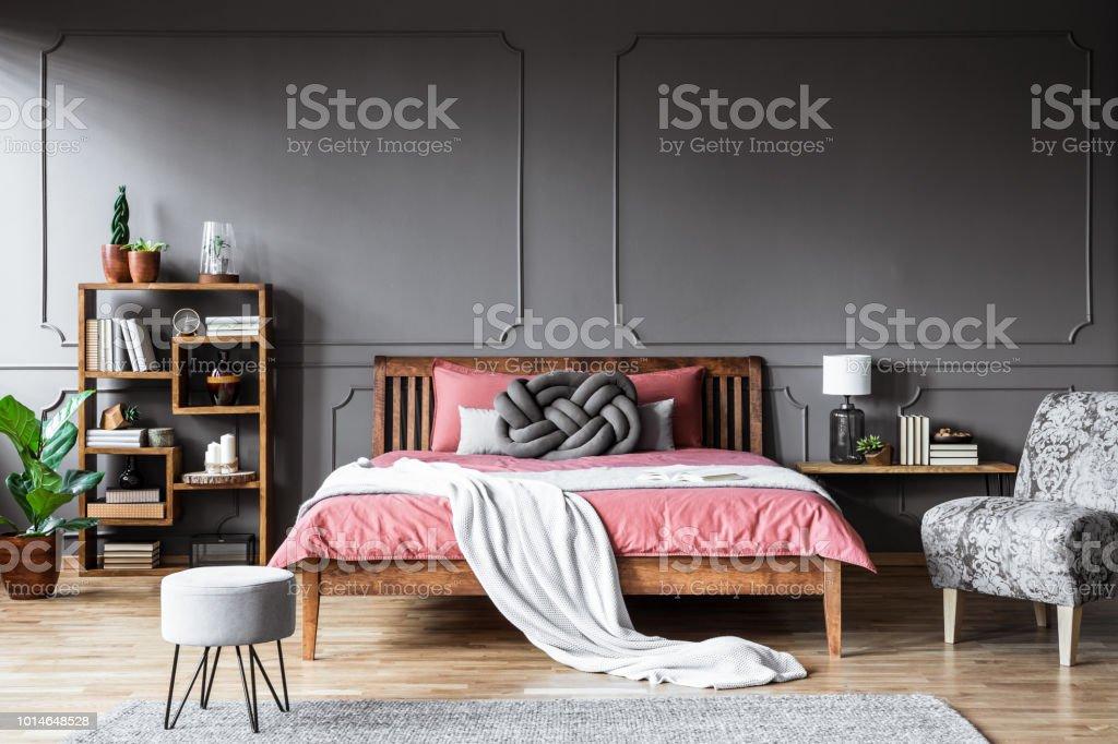 Moderne Grau Und Rosa Schlafzimmer Stockfoto und mehr Bilder ...