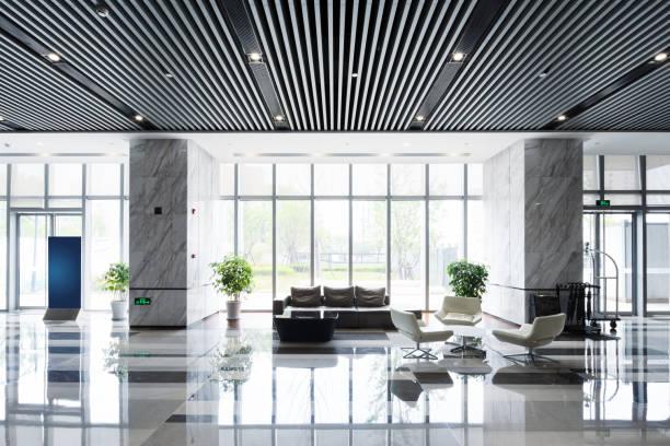 moderne saal innen - eingangshalle wohngebäude innenansicht stock-fotos und bilder