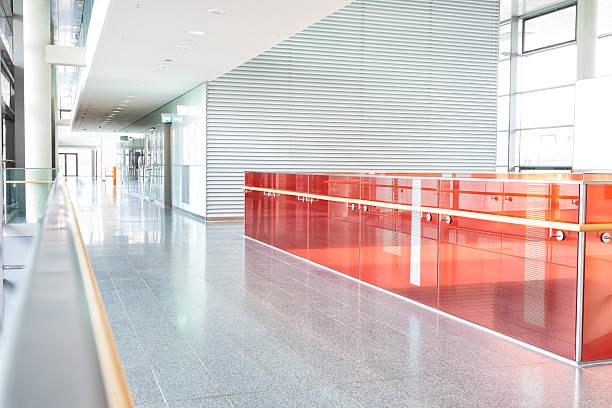 moderne korridor - farbiges glas stock-fotos und bilder