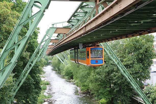 modern hanging railway in wuppertal, germany - hochbahn passagierzug stock-fotos und bilder