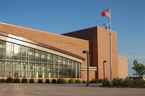 Lycée moderne avec flagpole - Photo