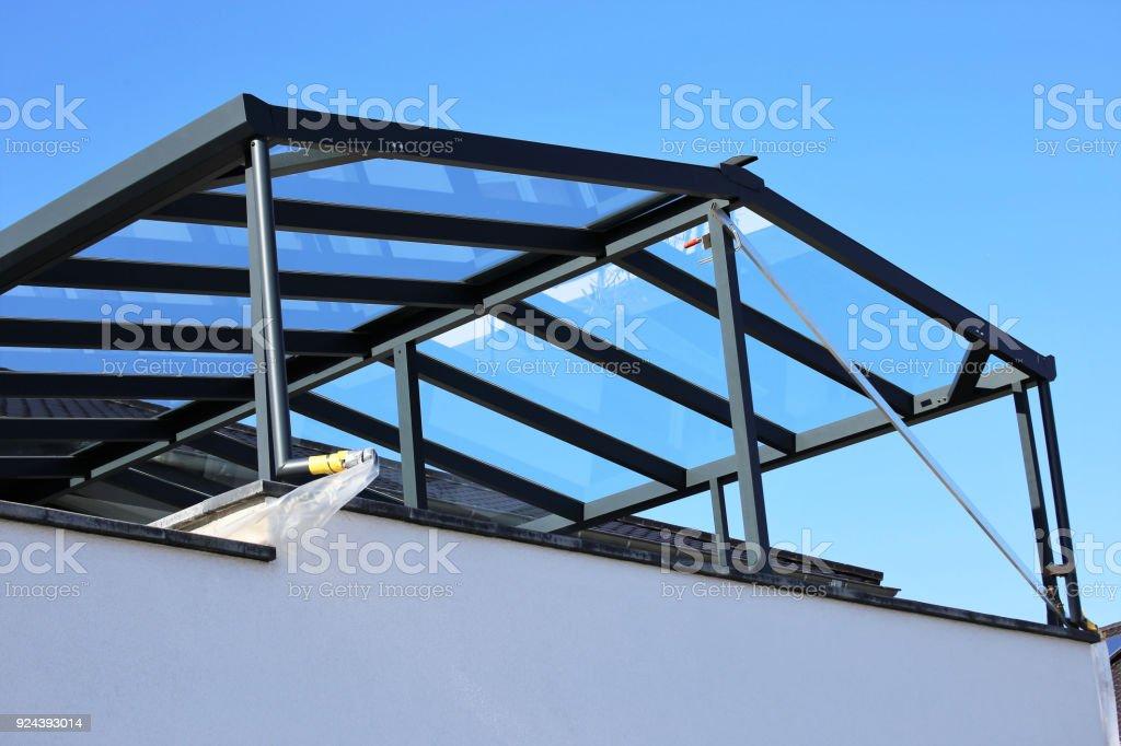 Moderne hochwertige Balkon Überdachung, Terrasse Überdachung – Foto