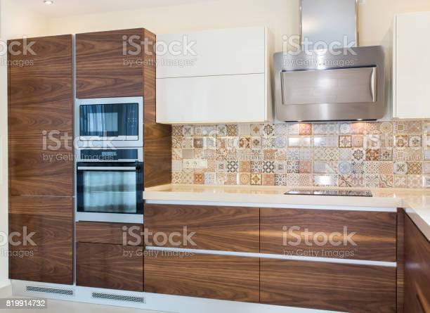 Modern home interior modern design of the kitchen in a light bright picture id819914732?b=1&k=6&m=819914732&s=612x612&h=2gez63nxxnt spz k0hymqcgnuwzthq2ujfnpl2mvpk=