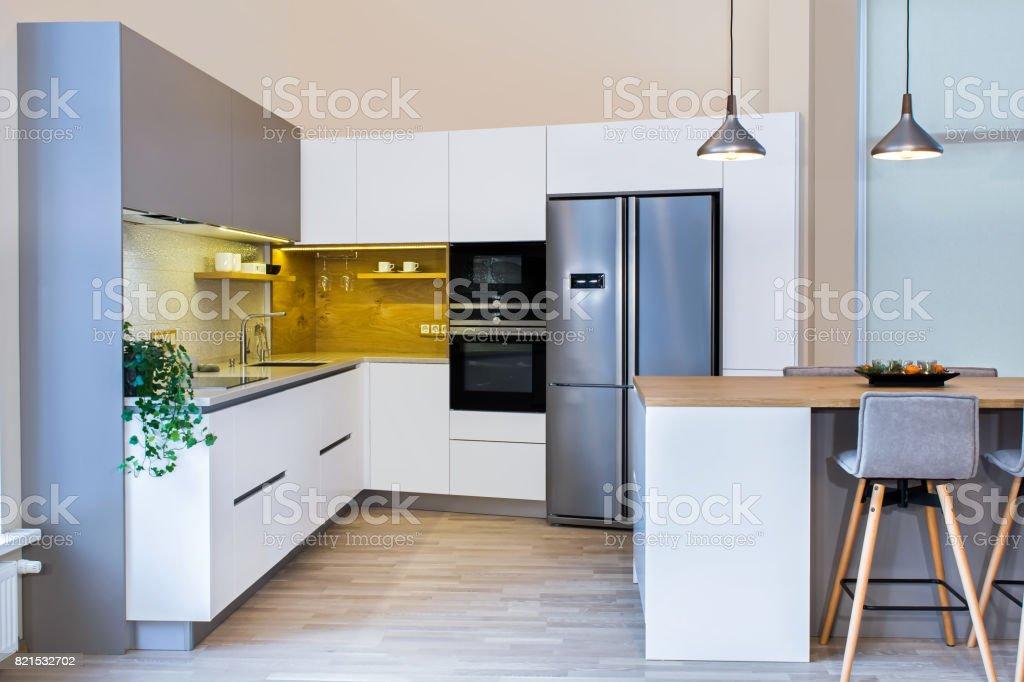 Moderne Wohnlandschaft Moderne Kuchendesign In Hellen Innenraum Stockfoto Und Mehr Bilder Von Abluftventilator Istock