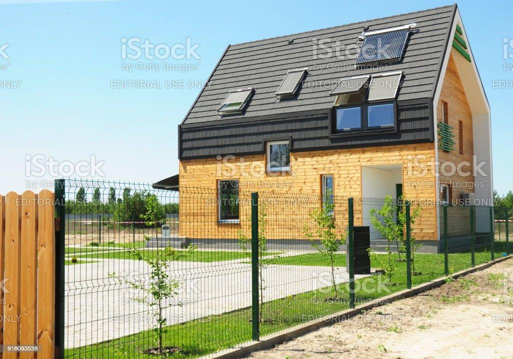 Modernes Haus Mit Energieeinsparung Und Energieeffizienz Gebaude