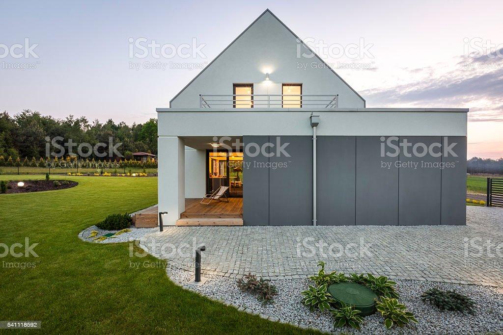 Modern house in nature - Lizenzfrei Architektur Stock-Foto