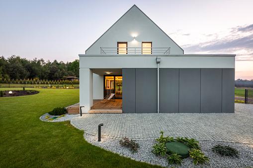 Modern House In Nature Stockfoto und mehr Bilder von Architektur