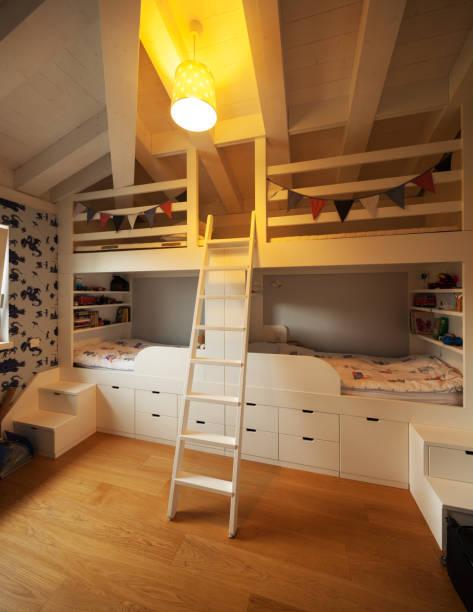 modernes haus, moderne schlafzimmer - etagenbett weiss stock-fotos und bilder