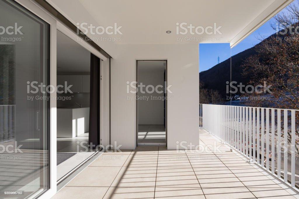 Terraza De Casa Moderna Con Baranda Foto De Stock Y Más