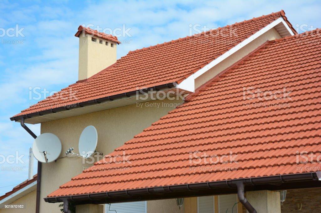 Photo Libre De Droit De Maison Moderne Avec Cheminee Rouge Argile