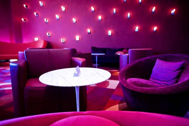 moderne inneneinrichtung - club sofa stock-fotos und bilder