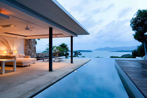 moderne island villa - mountain home interieur stock-fotos und bilder