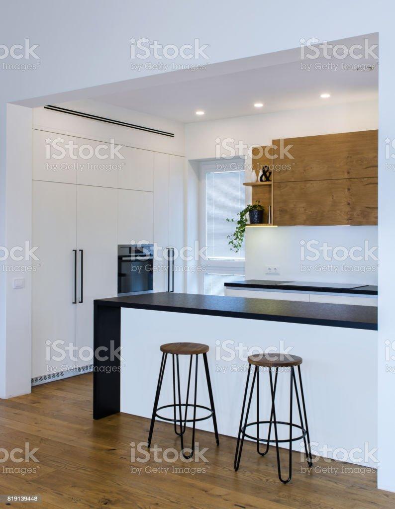 Moderne Kuchendesign In Hellen Innenraum Mit Holzakzente Stockfoto Und Mehr Bilder Von Arbeitsplatte Istock