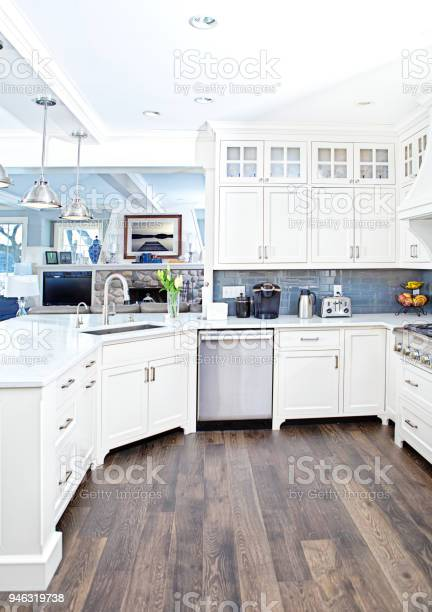 Modern kitchen design with open concept and bar counter picture id946319738?b=1&k=6&m=946319738&s=612x612&h=j6w2fqz9u8f1yi8zaritatsvsy3qwv3sgk1nw0hp ws=