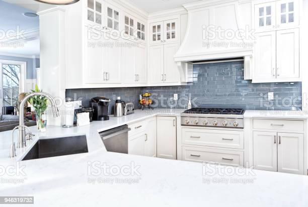 Modern kitchen design with stainless appliance picture id946319732?b=1&k=6&m=946319732&s=612x612&h=qqg klxsjt3xzzi v6zi3pp uoyp sapp8konzammaa=