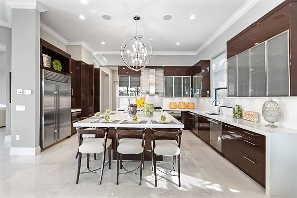 moderne küche house innenansicht - wohnschrank stock-fotos und bilder