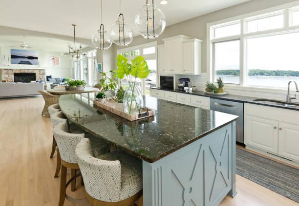 modern kitchen living room hone design with open concept - żyrandol sprzęt oświetleniowy zdjęcia i obrazy z banku zdjęć