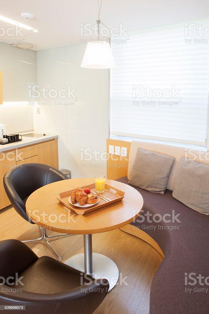 Moderne Küche Wohnzimmer Stockfoto und mehr Bilder von Apfel ...