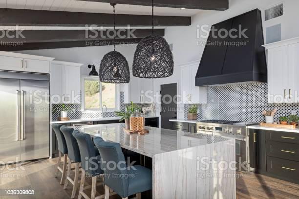 Modern kitchen picture id1036309808?b=1&k=6&m=1036309808&s=612x612&h=4dx9eqy4xnpwahubohvjpcevor9ydkzdhsglijp5ahi=