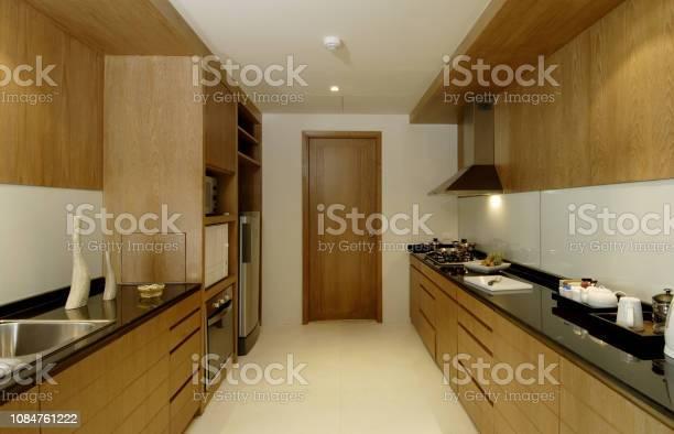 Modern kitchen picture id1084761222?b=1&k=6&m=1084761222&s=612x612&h=cks1df9hicczfj ni46irrzcq63bhqvr1amzmvguwom=