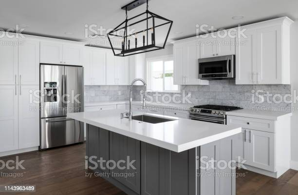Modern kitchen picture id1143963489?b=1&k=6&m=1143963489&s=612x612&h=5k wndbj0lxi hi7 1bt8xng7l0go5o9fcaopg2xlxs=