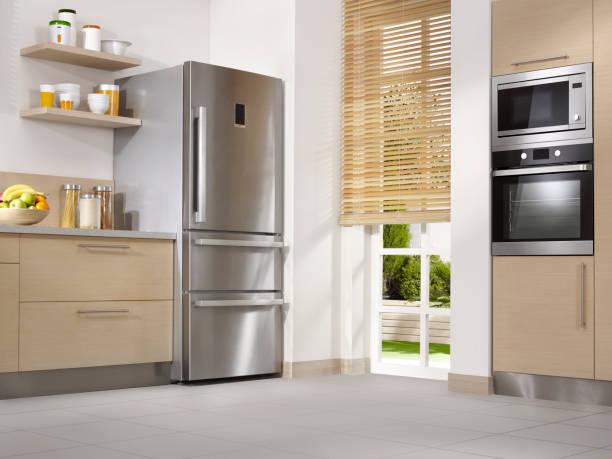 moderne keuken - laag camerastandpunt stockfoto's en -beelden