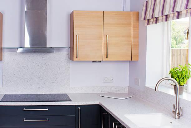 moderne küche - laminatschränke stock-fotos und bilder