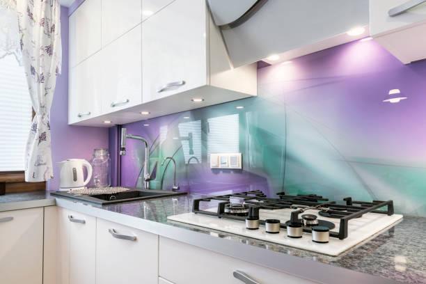 moderne küche - küche lila stock-fotos und bilder