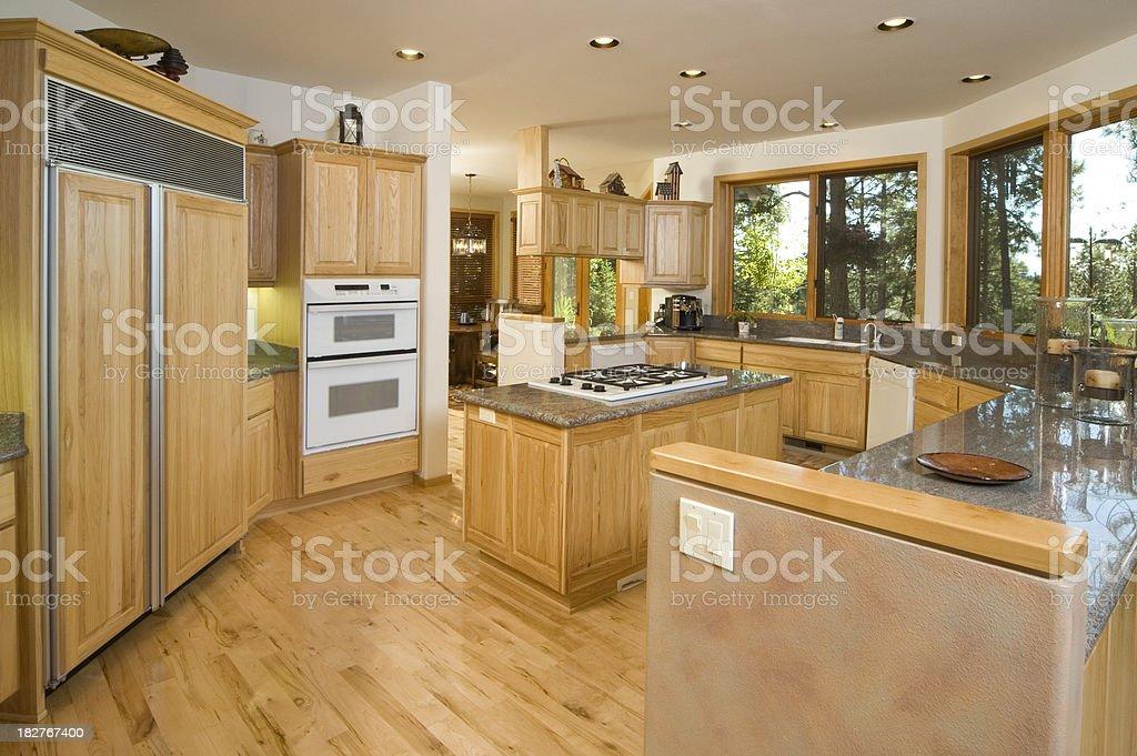 Moderne Küche Mit Insel Stockfoto und mehr Bilder von Arbeitsplatte