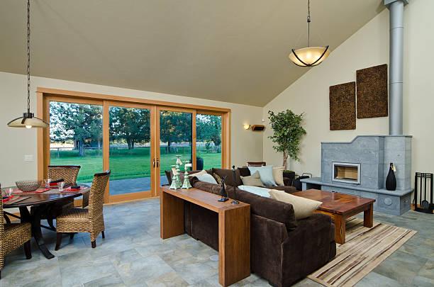 moderne wohnzimmer mit einrichtung - teppich hellblau stock-fotos und bilder