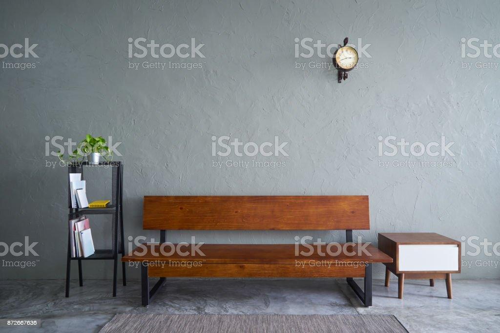 Modernes wohnzimmer mit sofa holzbank grünpflanze tee holztisch