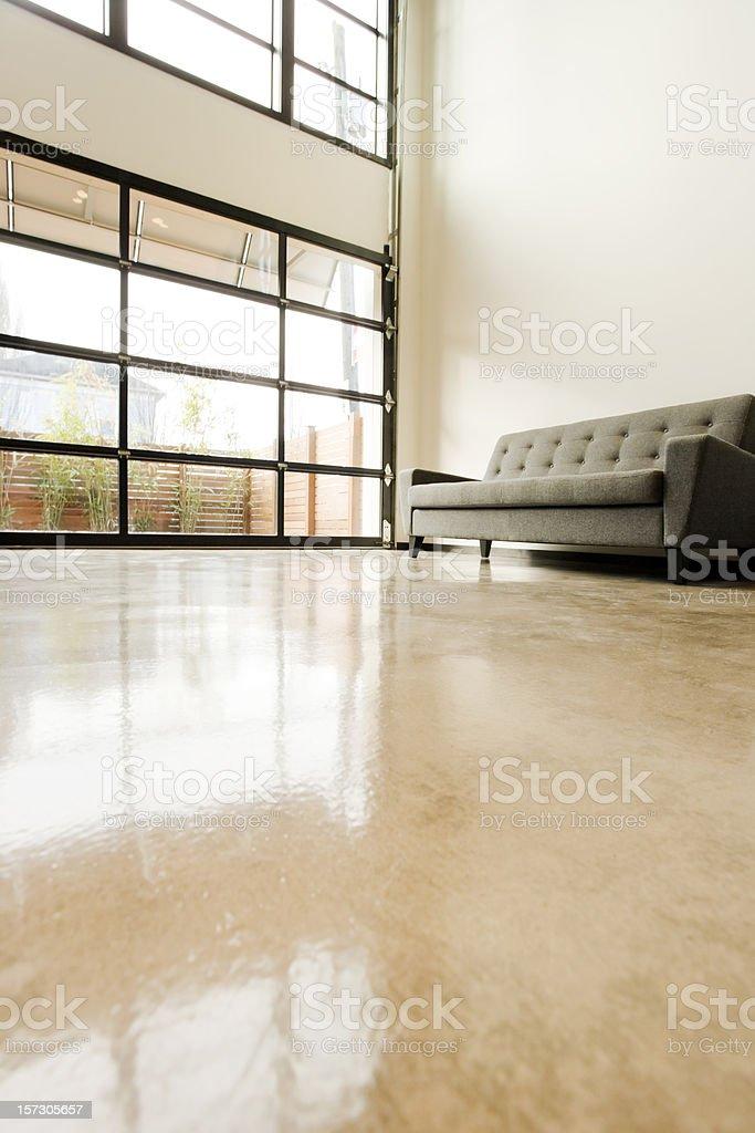 Moderne Wohnzimmer Mit Polierter Beton Boden Stock-Fotografie und ...