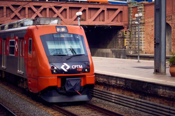 Moderne Lokomotive der u-Bahn von São Paulo. – Foto