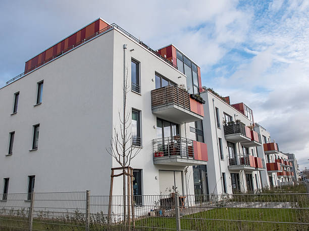 Taille basse moderne appartements avec petite yards - Photo